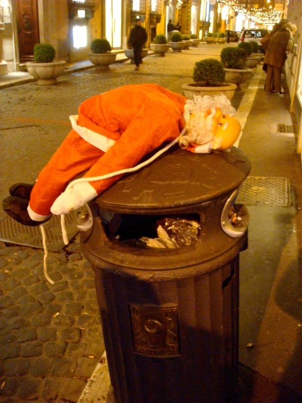 Santa discarded. Rome