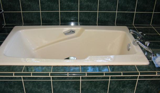 bathtub-with-tile