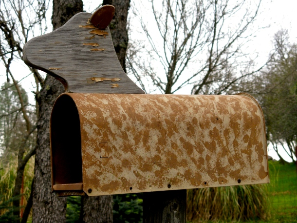camouflaged-mailbox
